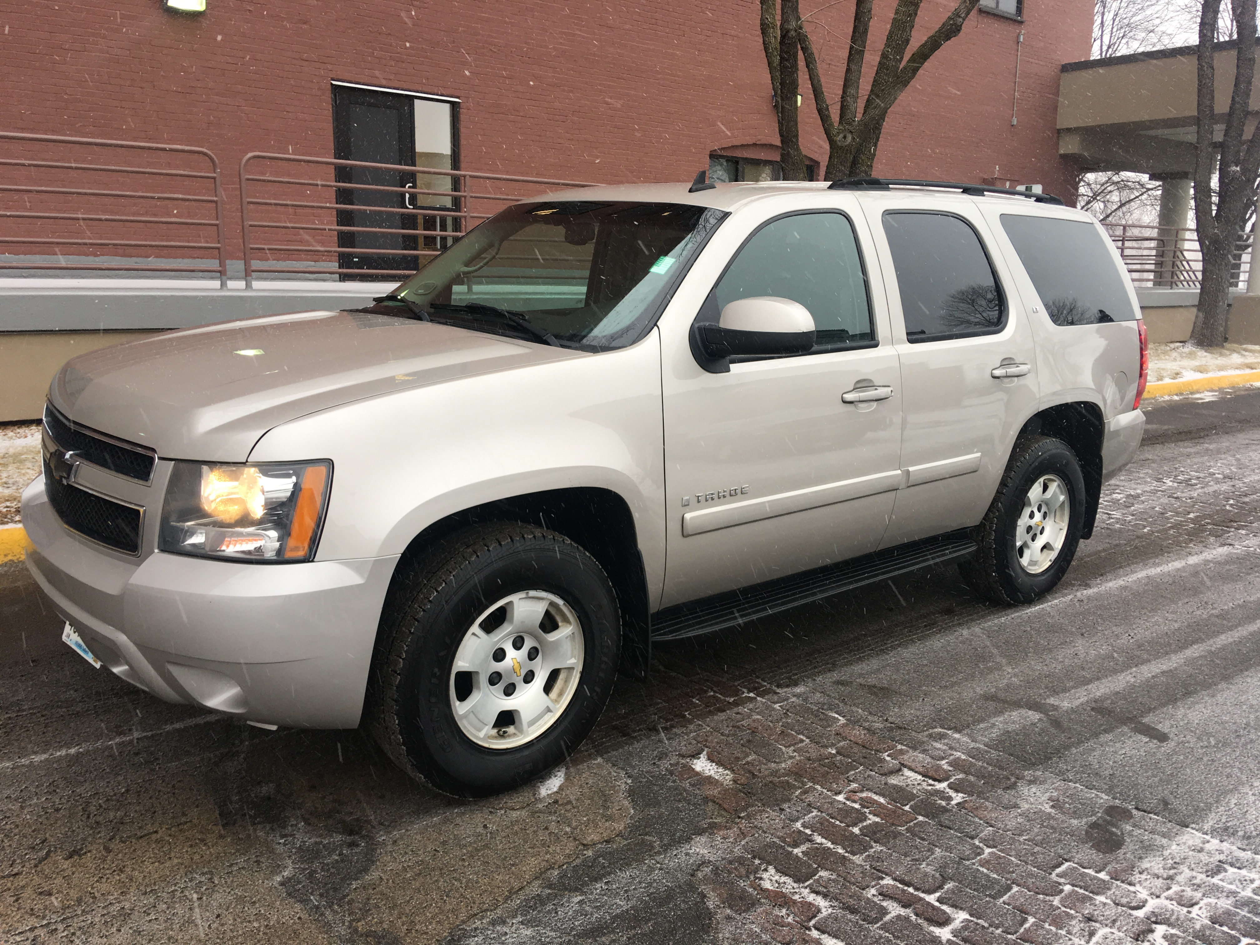 10065 2007 chevrolet tahoe used tan air conditioning. Black Bedroom Furniture Sets. Home Design Ideas